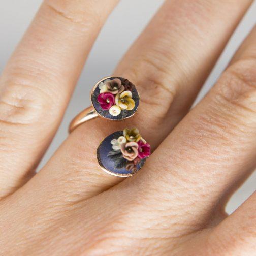 Fingerring Roségold mit handmodellierten Blüten